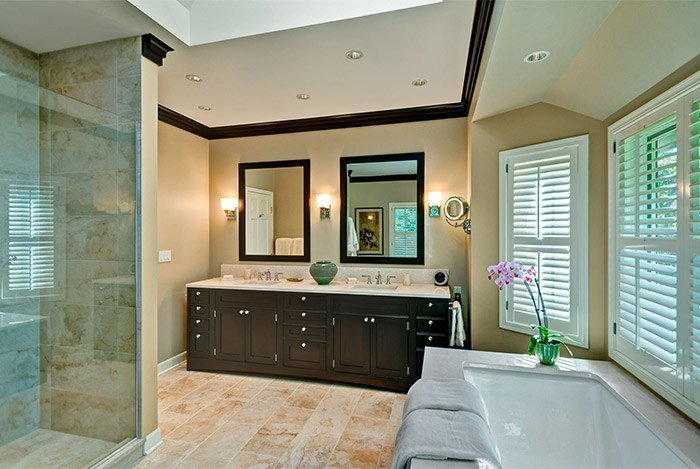 Giải pháp thông minh cho phòng tắm hẹp dài